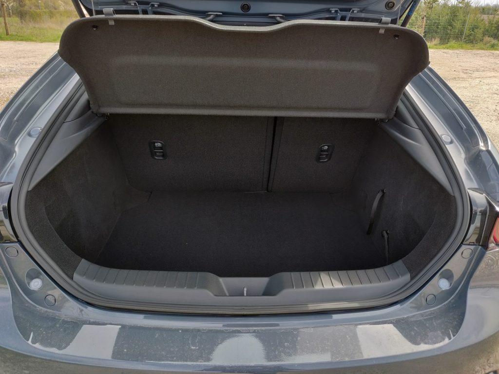 Ny Mazda 3 med bagagerum størrelse på 358 liter.
