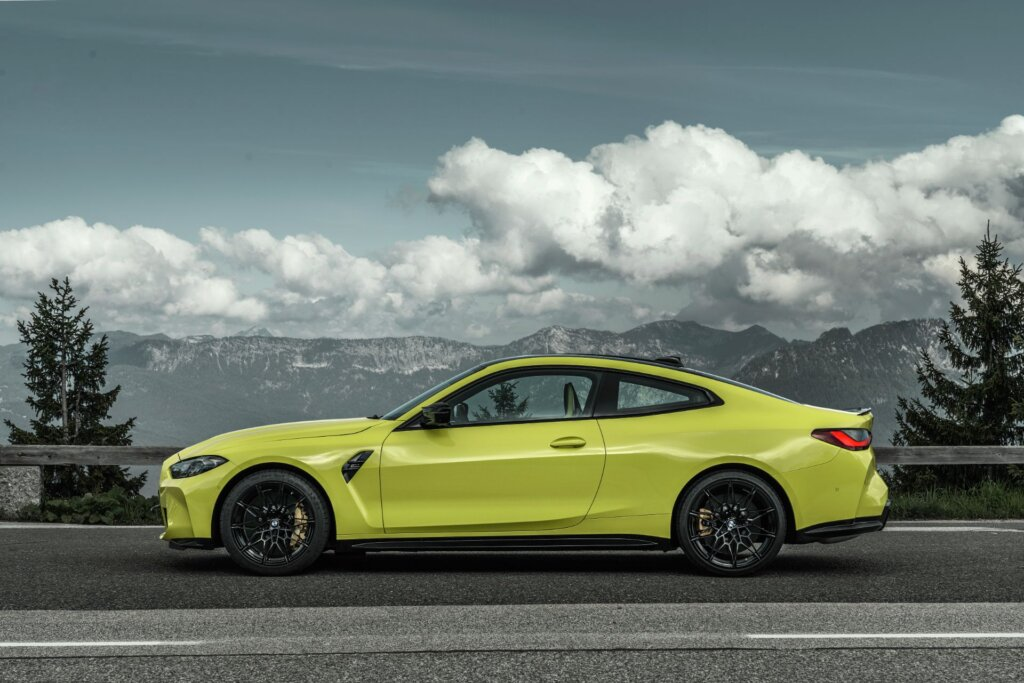 BMW M4 2021 side